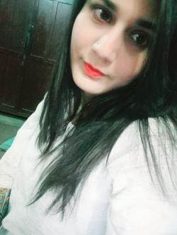 Tooba Noor model in Karachi